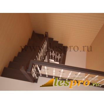 3D проект деревянной лестницы с кованными балясинами